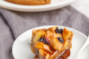 Vegan apple pie with cinnamon