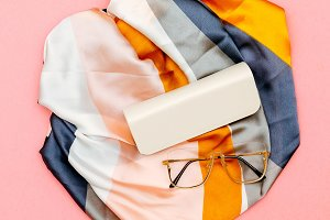 Fashion accessories Scarf and glasse