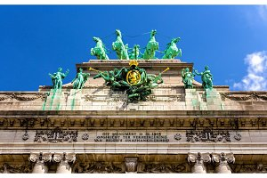 Sculptures on Arcade du Cinquantenaire in Brussels