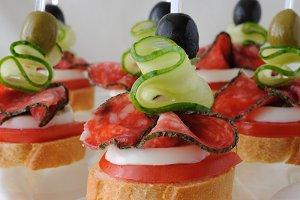 Canapés with salami