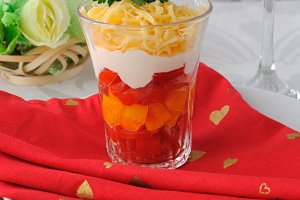 Salad of red and yellow tomatoes