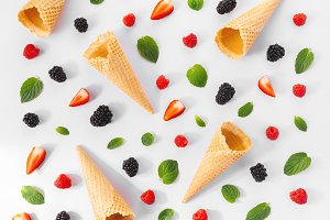 Seamless design of berries and waffle cones
