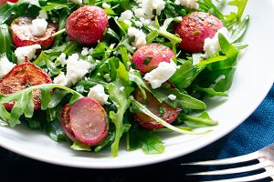 Arugula salad with roasted radish