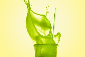 Green splash summer beverage