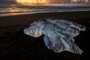 Ice block at Diamond Beach