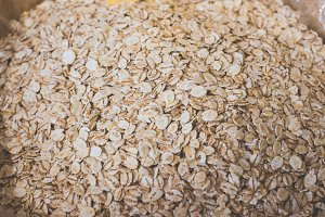 natural barley flakes.