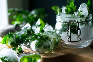 Detox ice cubes with herbs IV