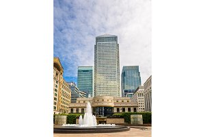 Fountain on Cabot Square in Canary Wharf business district - Lon