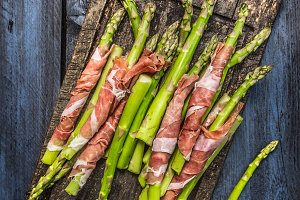 Green asparagus with parma ham
