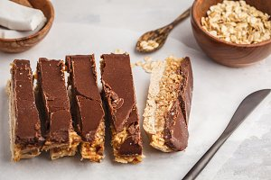 Coconut-oat raw vegan bars