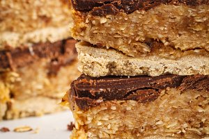 Coconut-oat raw vegan cake