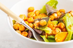 Salad with pumpkin and chickpeas