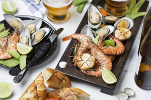 seafood snacks: shrimp and mussels