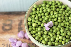 Fresh pea in a bowl.
