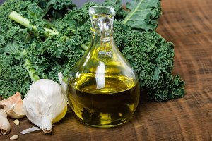 Garlic and olive oil with kale