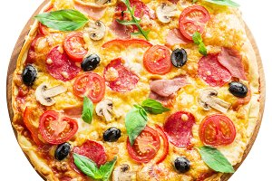 Pizza with fresh tomatoes