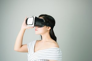 woman wore a virtual reality headset