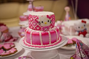 birthday cake with rose kitty