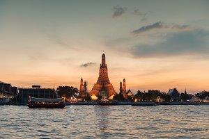 Temple of Dawn at sunset, Bangkok city, Thailand