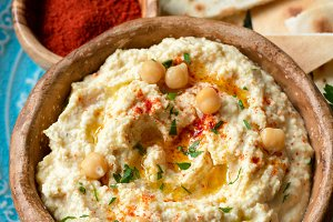 Chickpea hummus with paprika