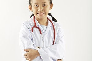 The dream of an Asian girl wants to be a doctor.