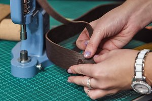 Tanner combines leather workpieces