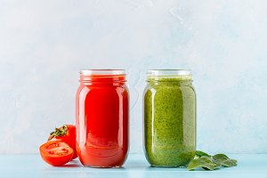 Green/red colored smoothies