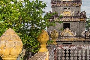 Seema Malaka temple on Beira Lake.