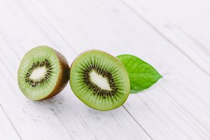 Sliced kiwi on