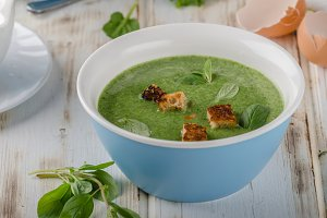 Spinach soup with poached egg