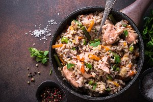 Pilaf with turkey meat and brown rice.