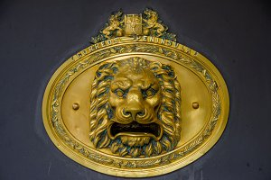 Lion head mailbox
