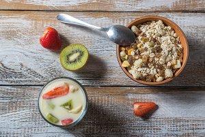 Muesli with yogurt and fruits