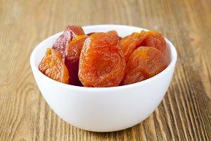 dried ripe apricots