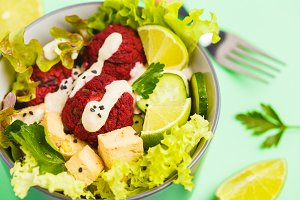 Buddha bowl with beetroot meatballs