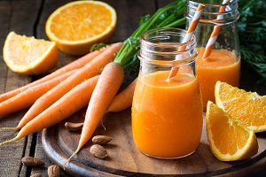 Detox orange carrot smoothie