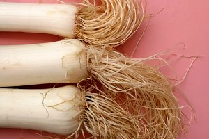 Leeks with white hairs