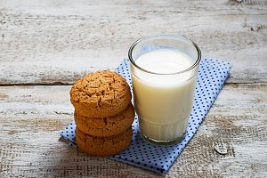 Oatmeal cookies and glass of milk