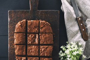 rectangular chocolate brownie