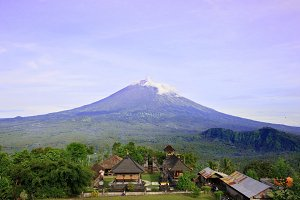Pura Lempuyang temple with Mount Agung in Bali, Indonesia