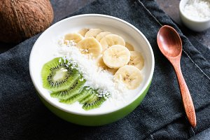 Yogurt bowl with banana, kiwi