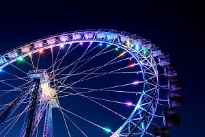 Ferris wheel with illumination