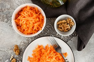 Salad with grated carrot