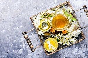 Tea with acacia flavor
