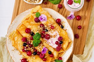Pancakes with yoghurt, honey, nuts