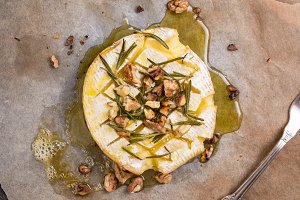 Baked camembert with honey and nuts