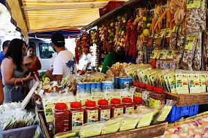Food market in Italy 2