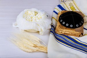 Cheese and Shofar, dairy products