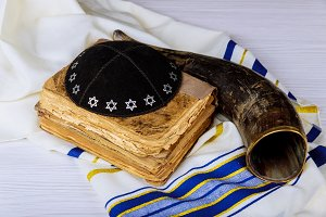 shofar and tallit jewesh holiday