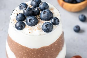 Chocolate chia pudding parfrait